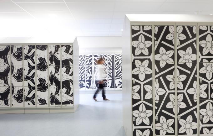 locker Escher in hallway 1 kopie